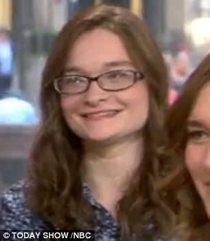 ragazza con occhiali