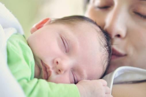 mamma bacia neonato