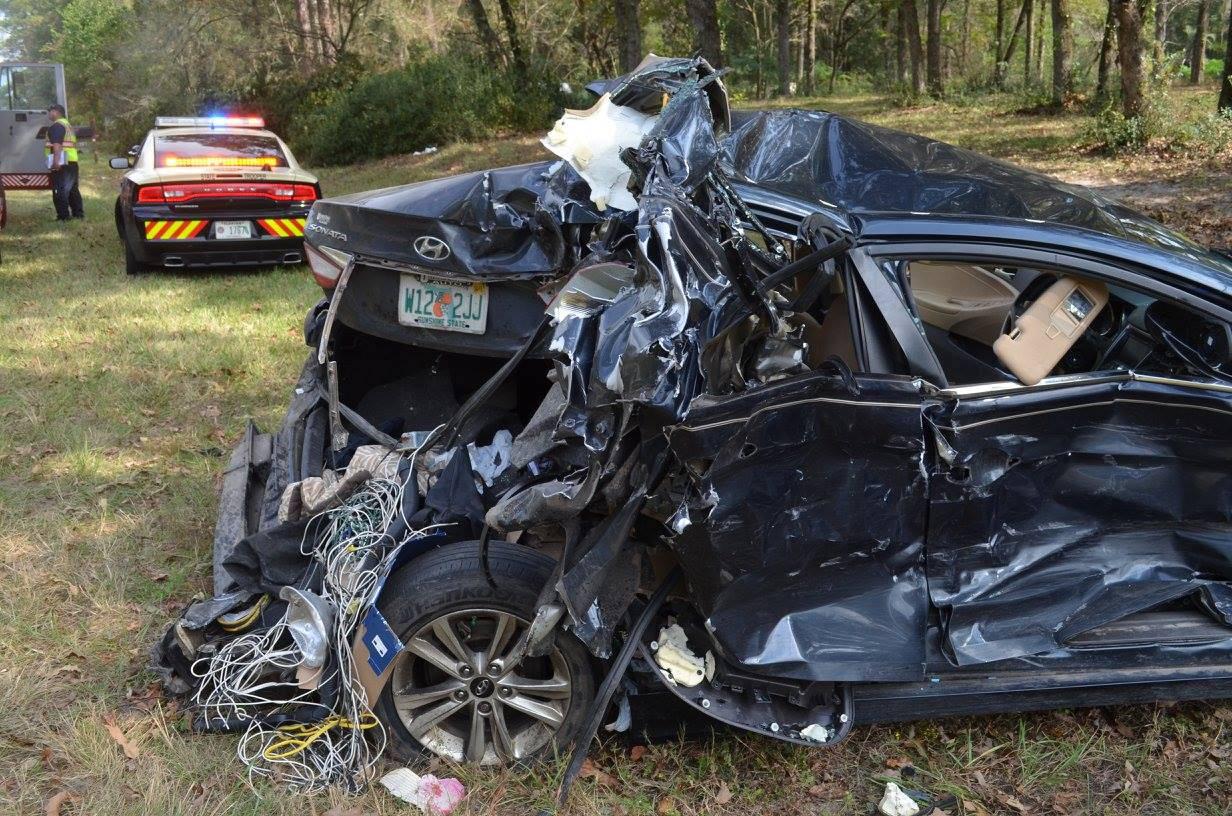 I seggiolini in auto salvano la vita a due bimbi, ecco le immagini shock (FOTO)