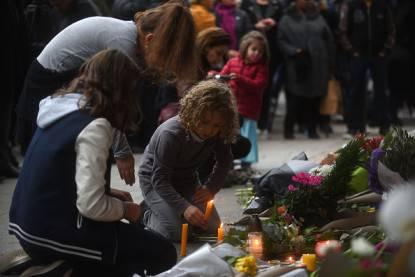 spiega al figlio gli attacchi terroristici