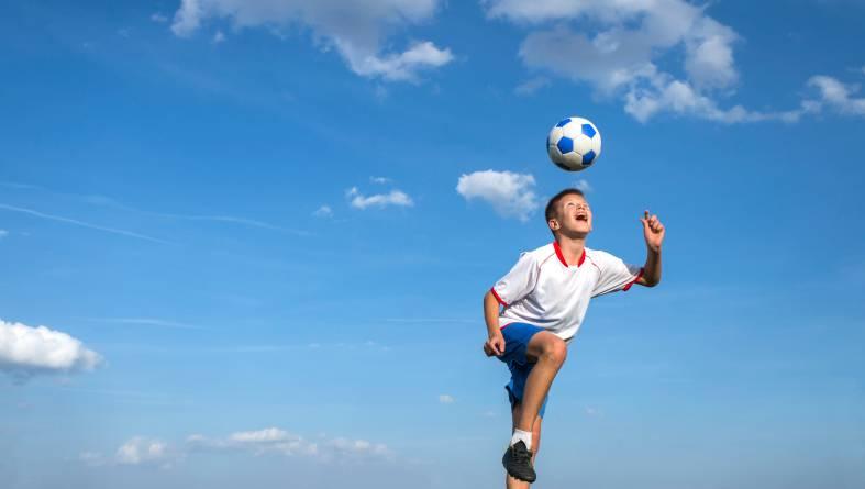 Calcio: colpi di testa vietati sotto ai 10 anni