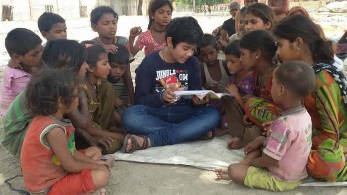 """Un bambino di 11 anni diventa il """"piccolo maestro"""" dei piu' poveri"""