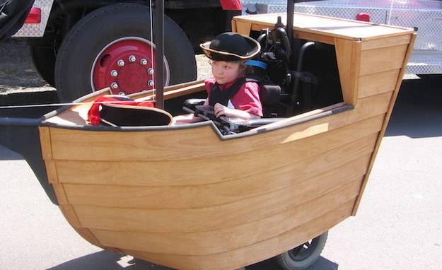 bimbo su barca