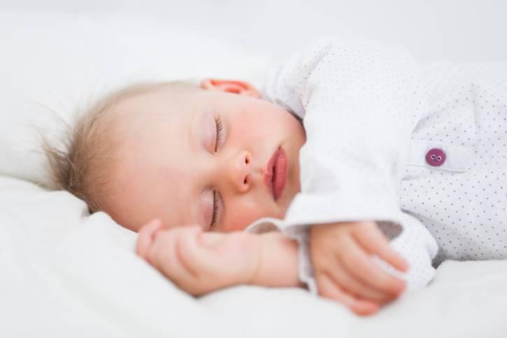 Lasciar piangere i bambini prima delle ninne non li danneggia dice uno studio