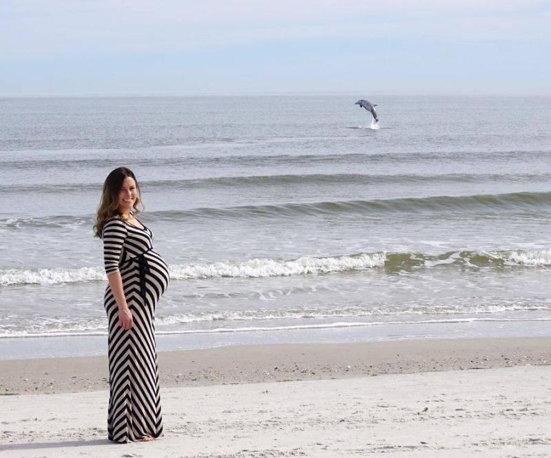 donna incinta con delfino