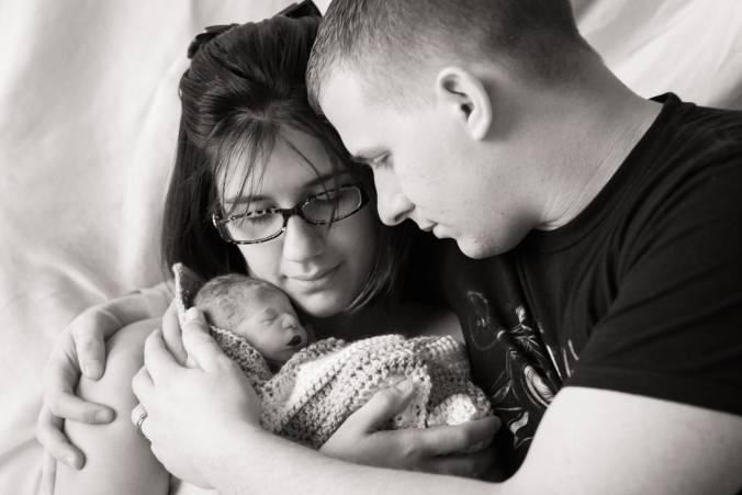 mamma e papà con la figlia