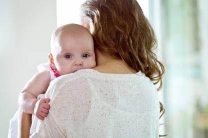 preferenza a tenere il neonato sul lato sinistro