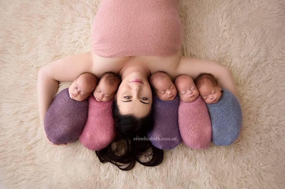 """La """"mamma da record"""" di 5 gemelli ha bisogno di aiuto per i suoi bambini – FOTO"""