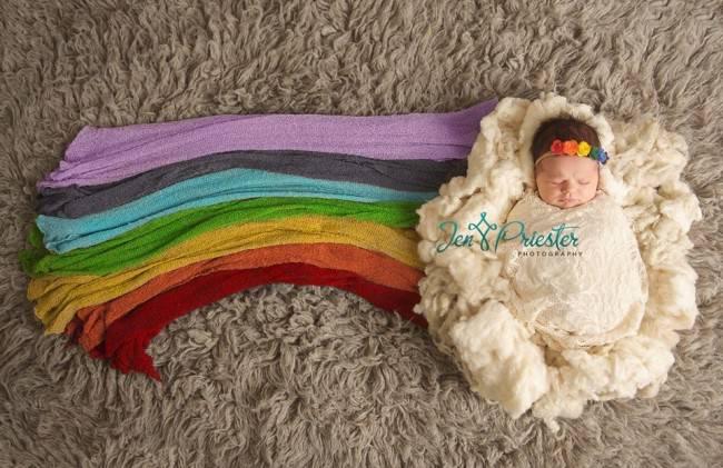 Un arcobaleno che dà speranza: le foto di una bambina nata dopo un lutto