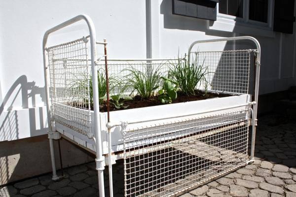 repurposed-old-crib-idea-13