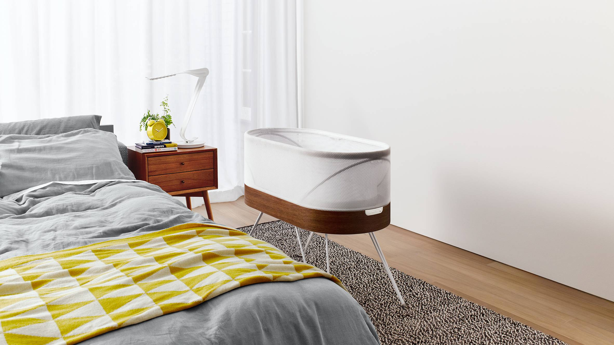 robotic-crib-for-happiest-baby-yves-behar-designs-childrens-furniture_dezeen_hero02