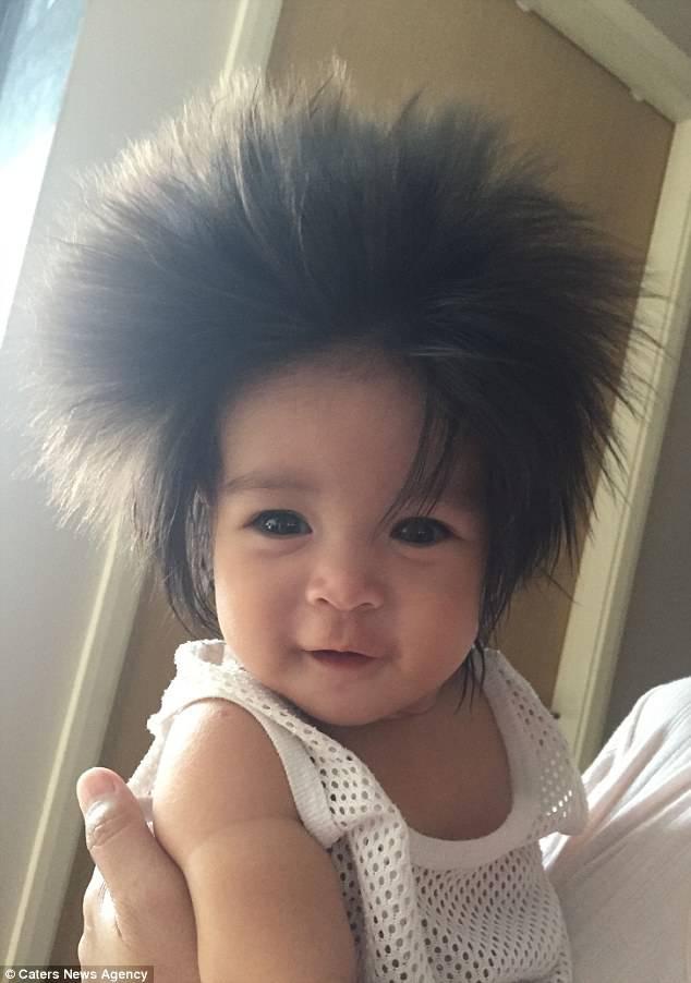 Favoloso Una bambina con capelli lunghi e buffi è già una piccola star : LO13