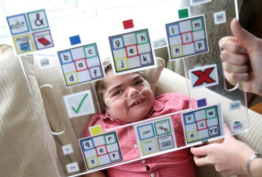 bambino con paralisi cerebrale