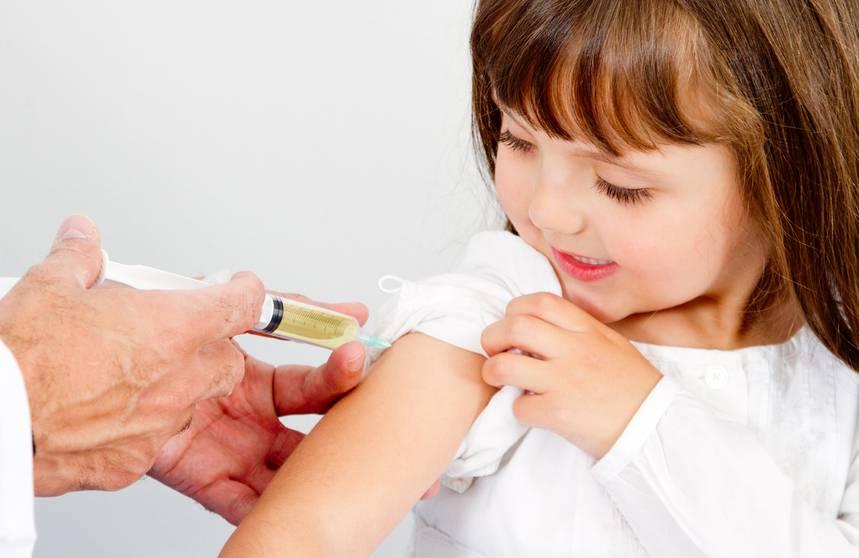 bambina vaccino