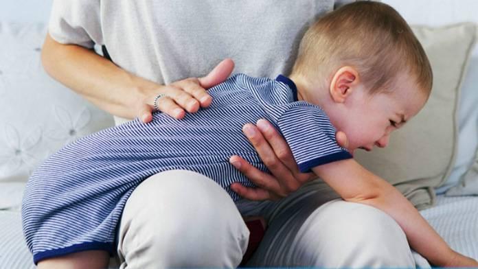 bambina soffoca