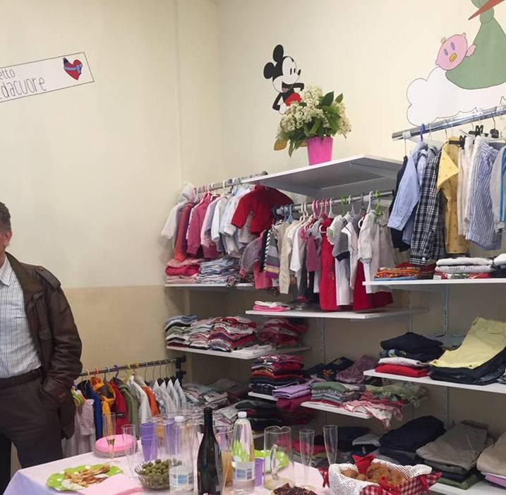 Vestiti 0-12 anni per chi ne ha bisogno: la boutique dove non si spende nulla