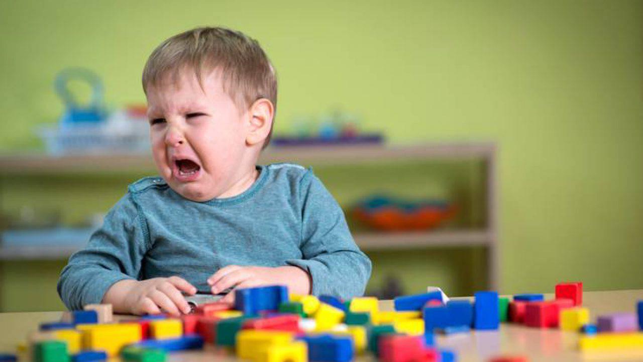 Calmare un bambino arrabbiato: le frasi da dire consigliate