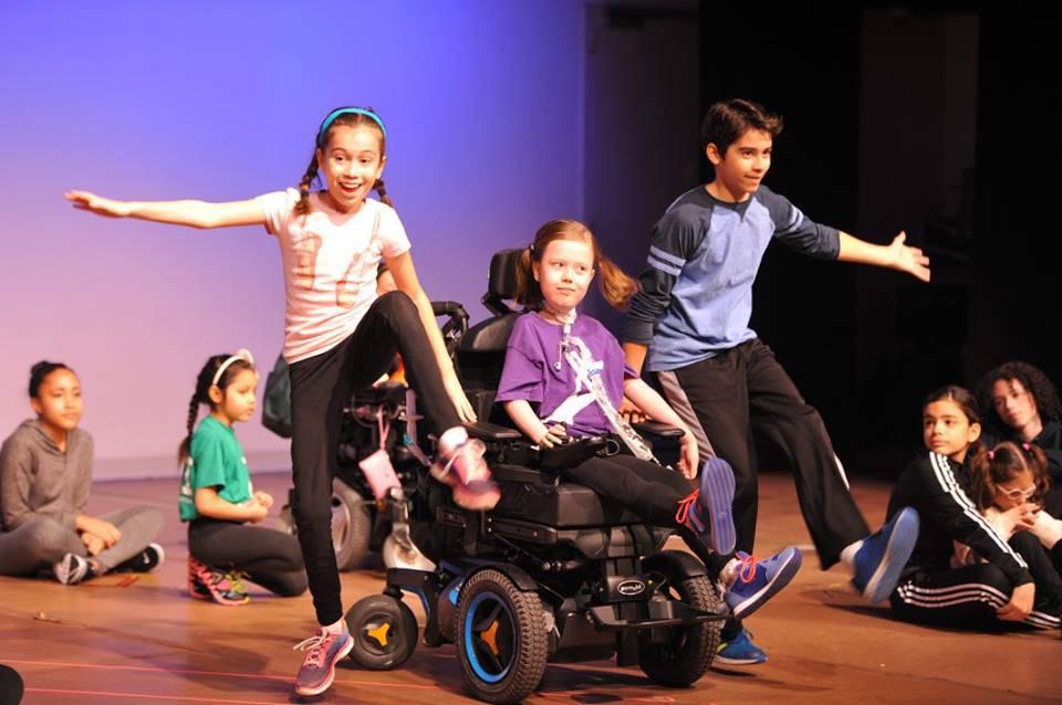 """Bambini """"speciali"""" ballano con i loro nuovi amici: noi ci esprimiamo così-VIDEO"""