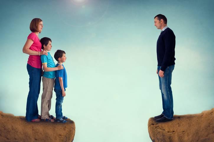 uomini abbandonano la famiglia