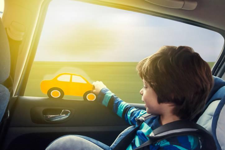 bambini chiusi in auto
