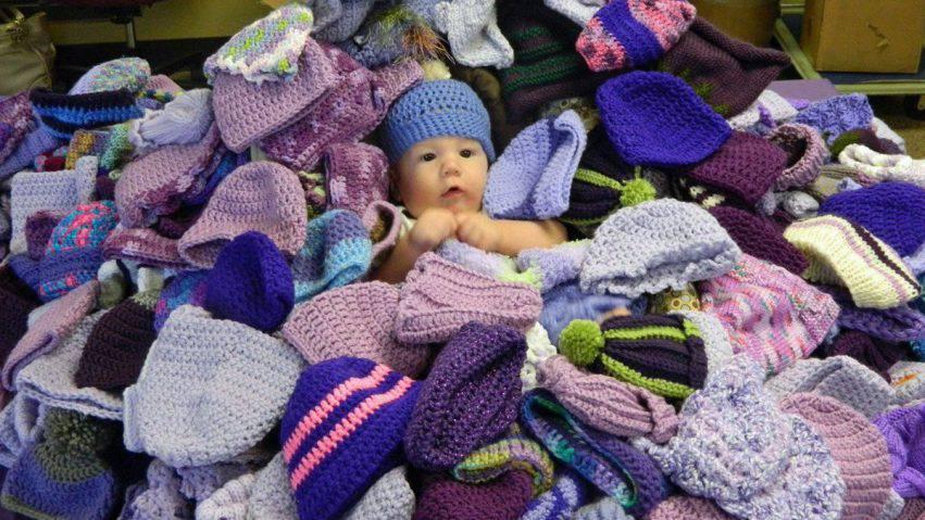 Neonati Protetti Cuffiette Realizzate A Mano Per Una Causa
