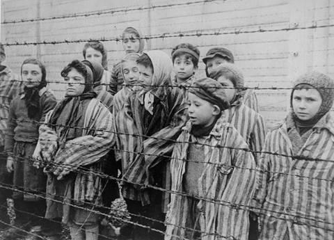 """Ero un esperimento umano"": sopravvissuta da bambina ad Auschwitz si racconta"
