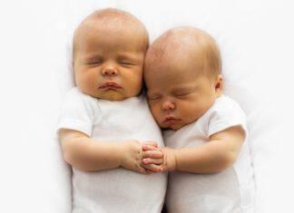 gemelli abbracciati