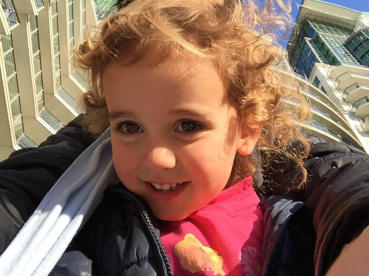 """""""Grazie figlia mia"""": scrive la mamma di una bambina con una malattia rara"""