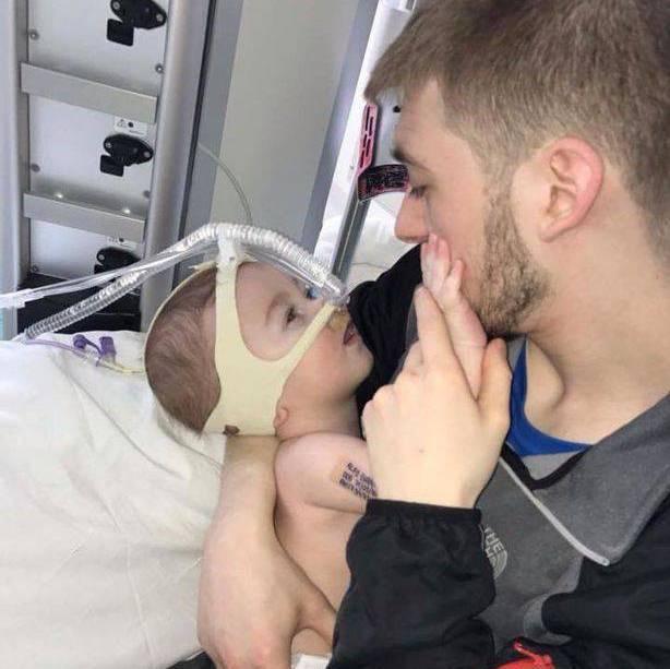 """""""Lo preferiscono morto"""": la denuncia dei legali di un bambino di 18 mesi (FOTO)"""