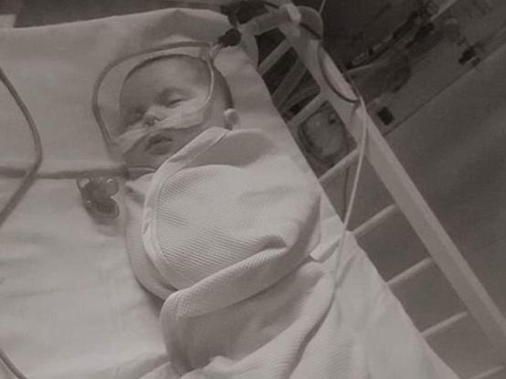 """""""Mia figlia non riusciva a respirare"""": l'appello ai genitori di una mamma"""