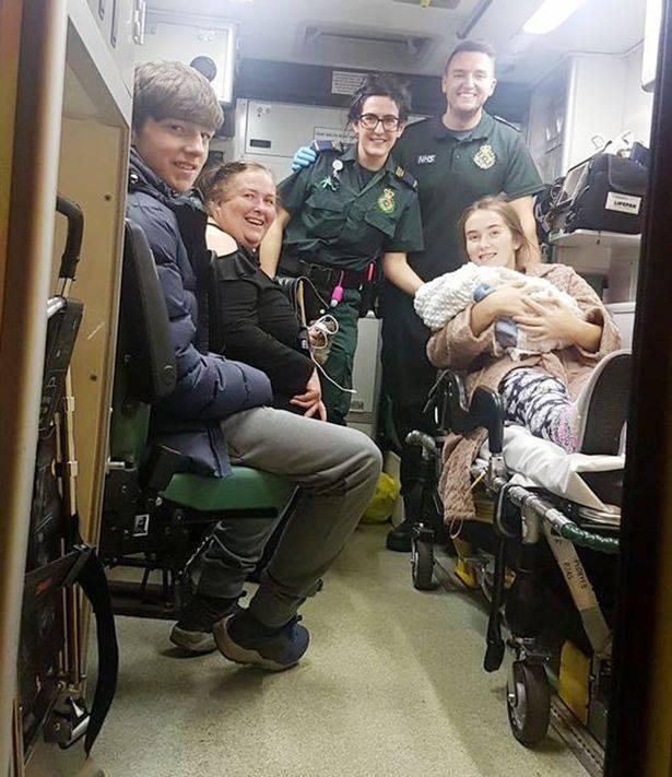 Spagna, bimba di 11 anni viene portata in ospedale con dolori alla pancia: partorisce un bimbo, il padre è il fratello