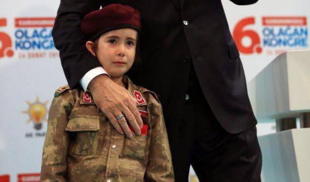 Erdogan e la bambina