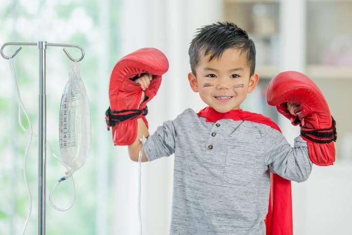 Bambino di 4 anni malato di leucemia è a casa dopo una cura innovativa