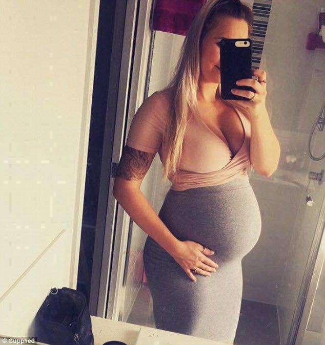 donna incinta non cedono posto treno