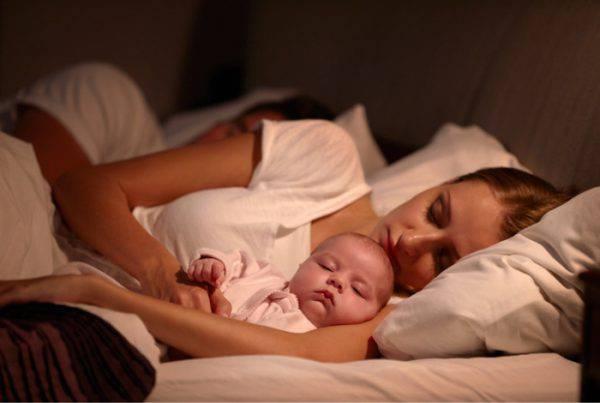 Come far dormire i bambini prima e dopo i 6 mesi: i consigli
