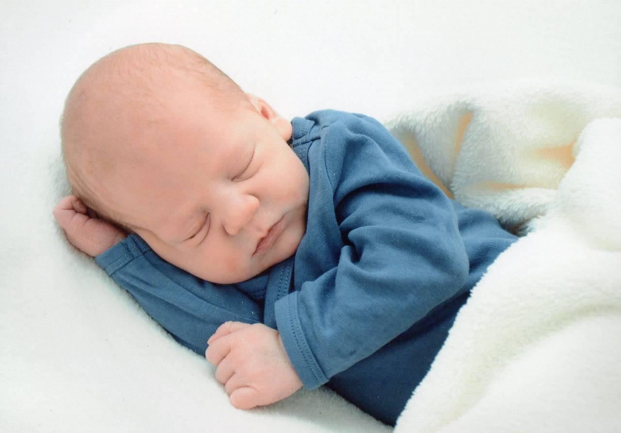 Melatonina per bambini: funziona per dormire? Effetti e controindicazioni