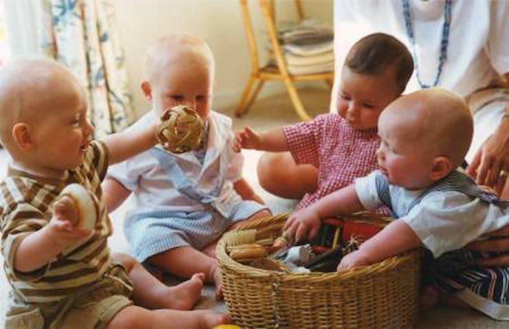 bambini con cestino dei tesori