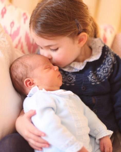 Charlotte bacia Louis