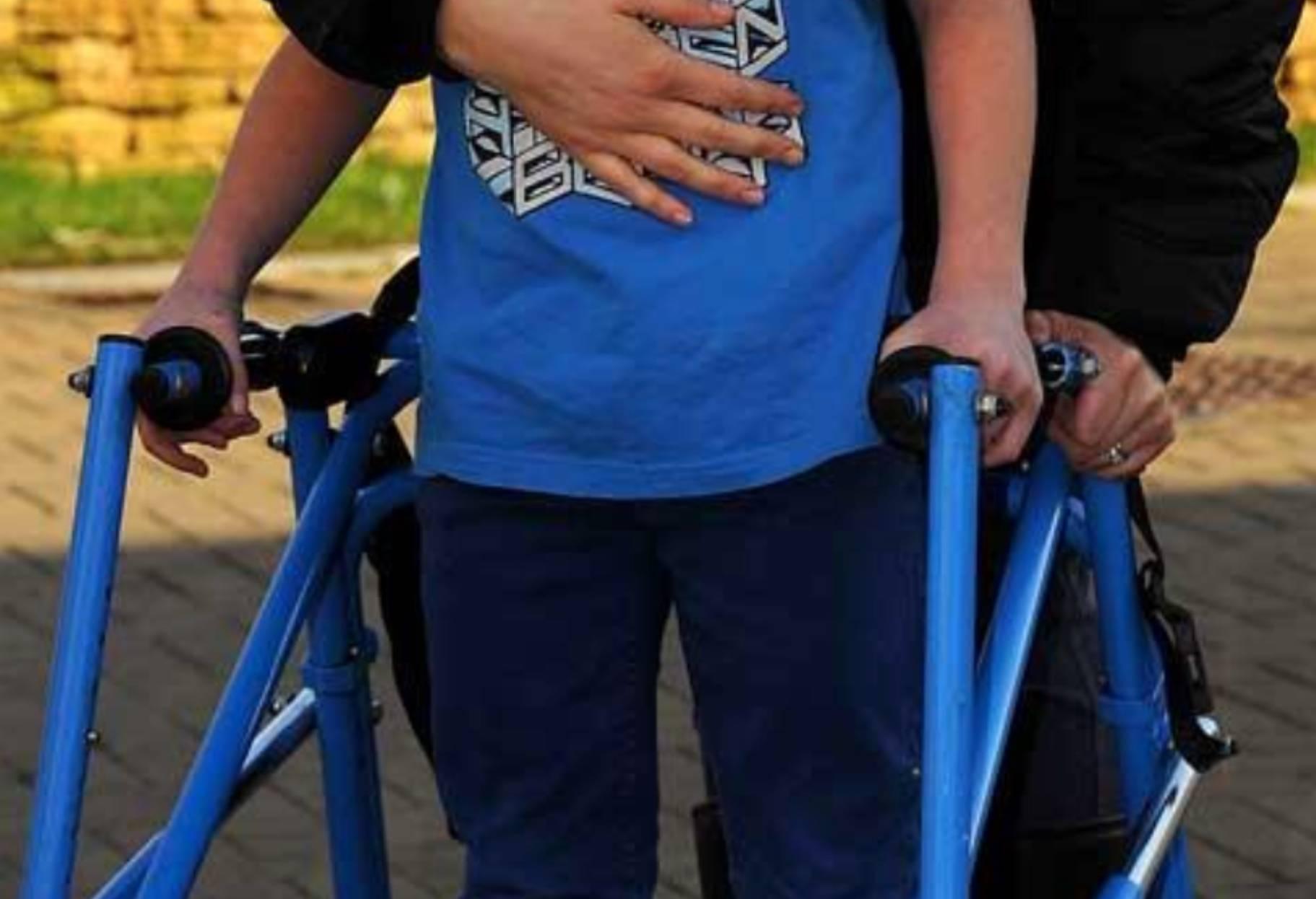 Bergamo, ragazzino disabile deriso da due coetanee: la sua risposta è da applausi