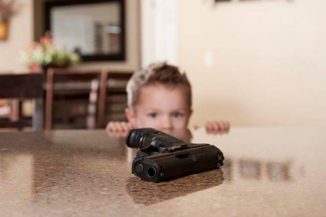 bambino armato