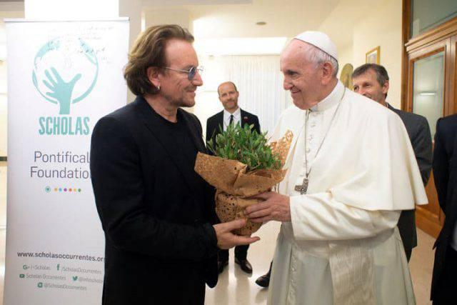 """Bono: """"Papa Francesco soffre a causa della pedofilia nella Chiesa"""" (FOTO&VIDEO)"""