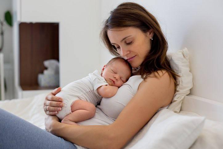 L'abbraccio della mamma è la migliore cura contro il dolore