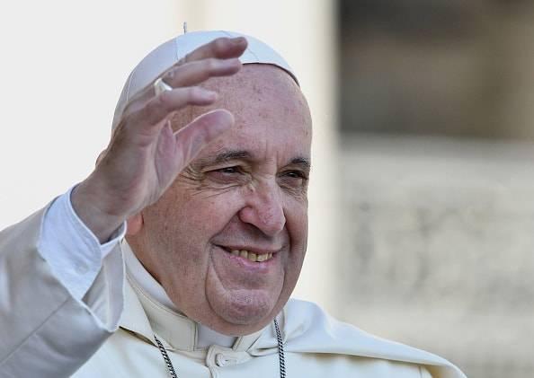 """Papa Francesco parla del sesso ai giovani: """"è un dono di Dio"""""""