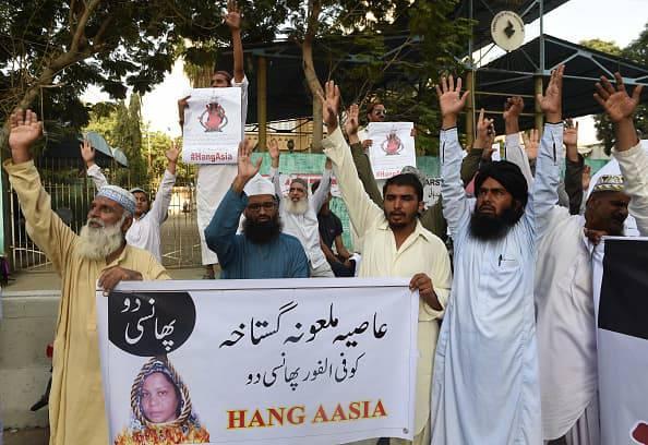 asia babi manifestanti contrari
