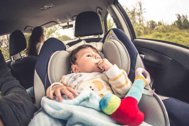 Una bimba di 1 anno e mezzo muore in un incidente stradale: condannati i genitori