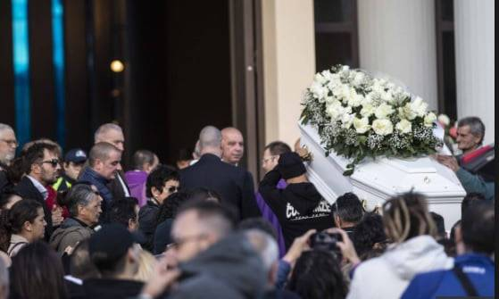 Ultimo saluto a Desirée: il parroco lancia un'invocazione allo Stato (FOTO)
