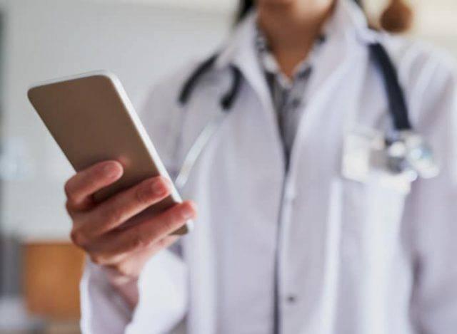 Falsa oncologa pediatrica truffava i bambini malati: condannata