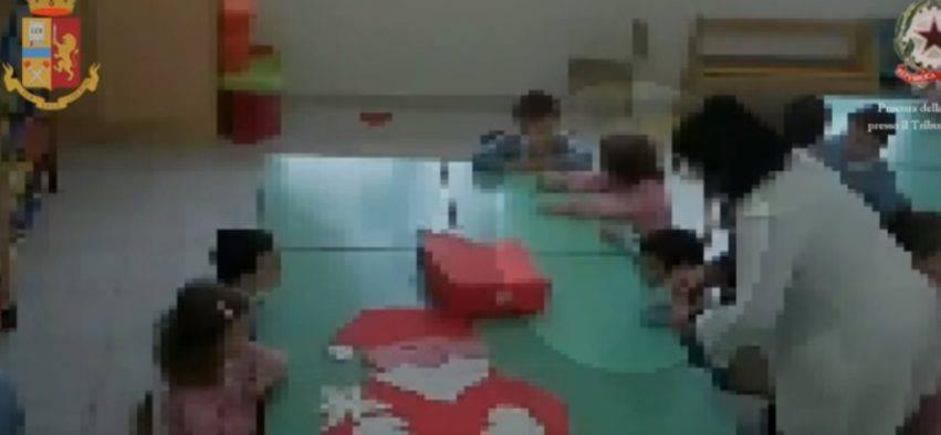 maestre picchiano i bambini