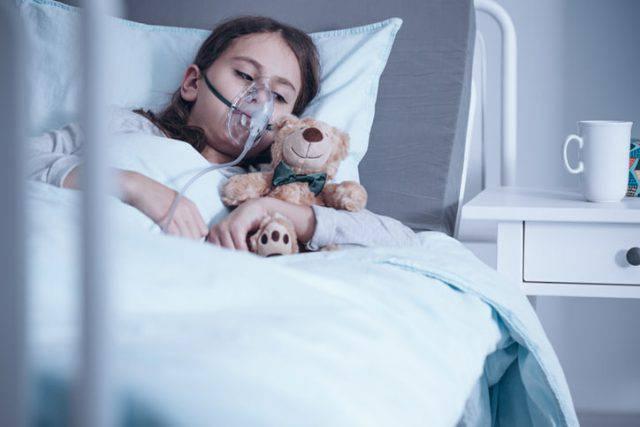 bambina senza esofago
