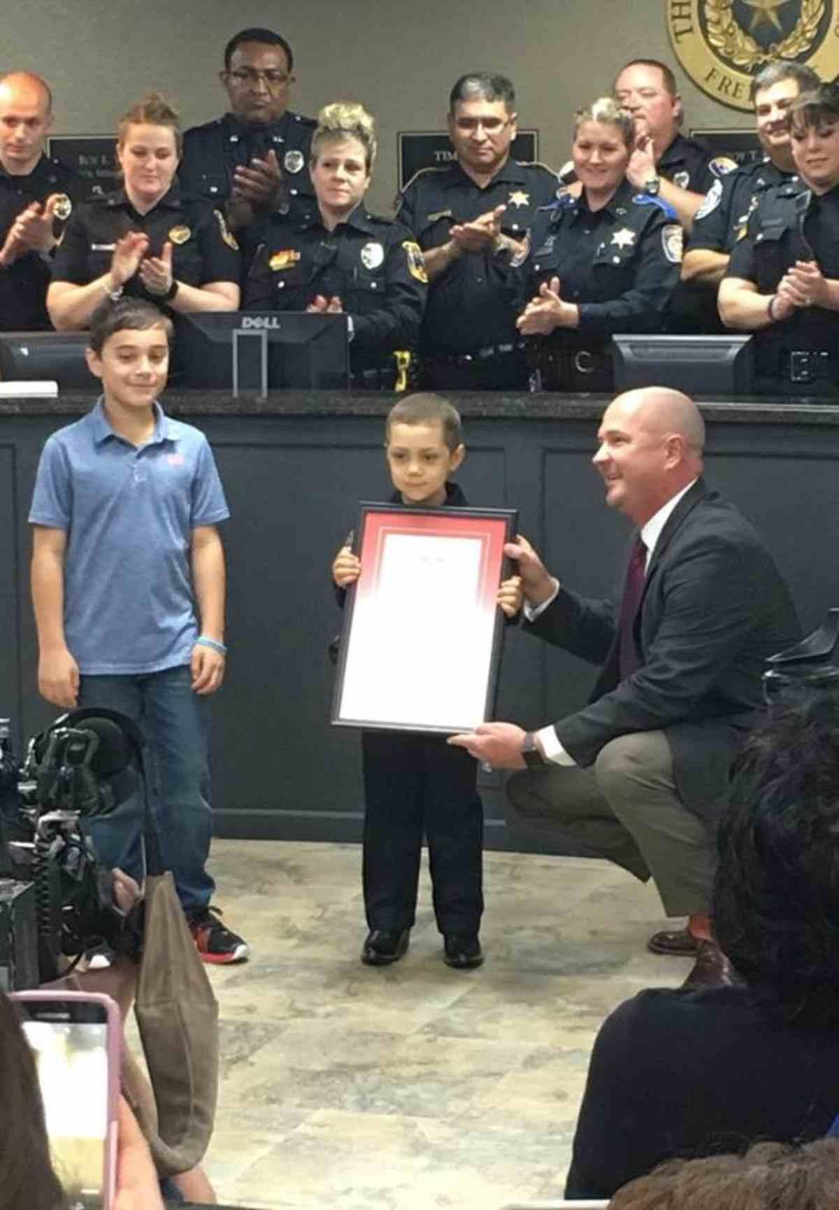 bambina giura da poliziotta 1